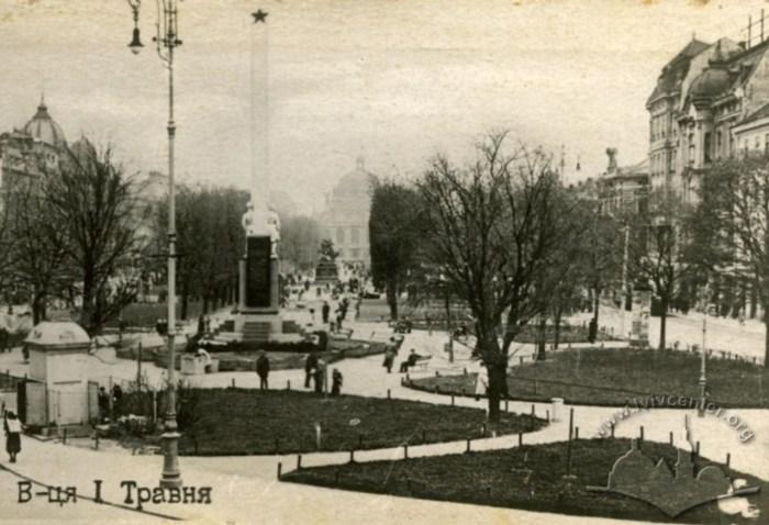 Пам'ятник Сталінської Дружби Народів на проспекті Свободи. Фото 1940 року