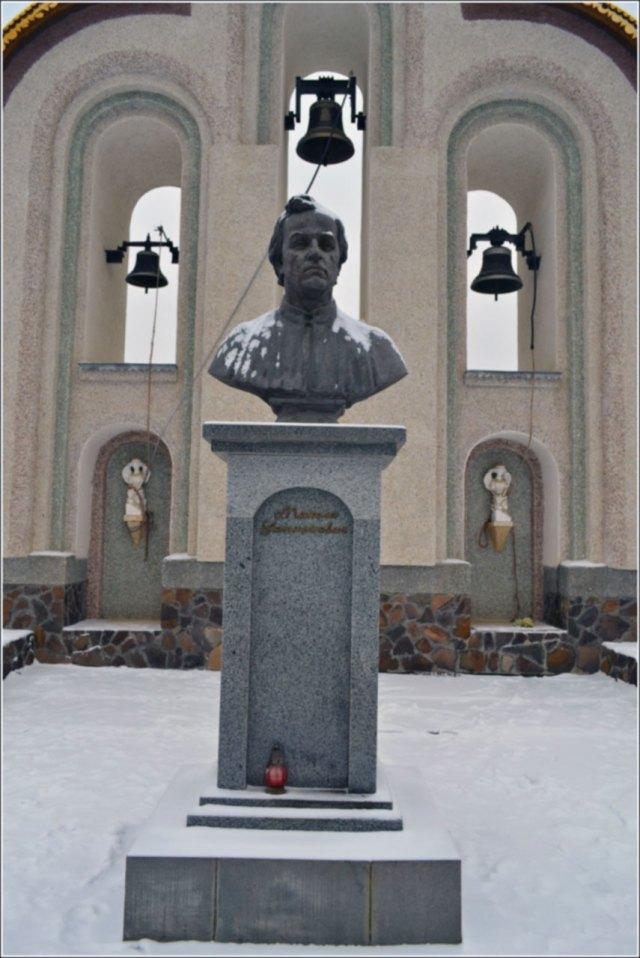 Погруддя Микола Устиянович (1811 – 1885рр). Фото Тетяна Жернова 2016р