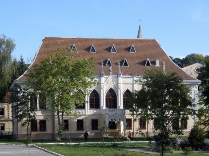 Палац Туркулів-Комелло після перебудови даху. Сучасне фото