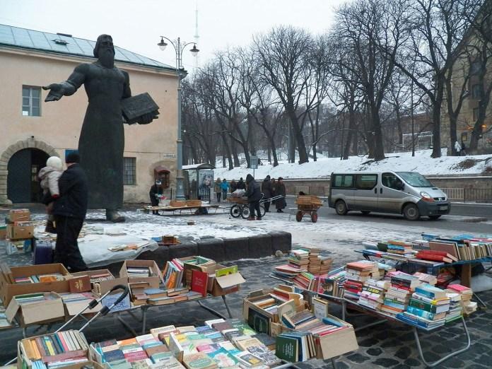 Букіністичний ринок біля Федорова у Львові