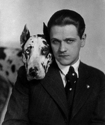 Актор, співак Евґеніуш Бодо. Його доля була найтрагічнішою – був в'язнем радянськогоконцтабору, де помер від голоду та виснаження 1943 р.