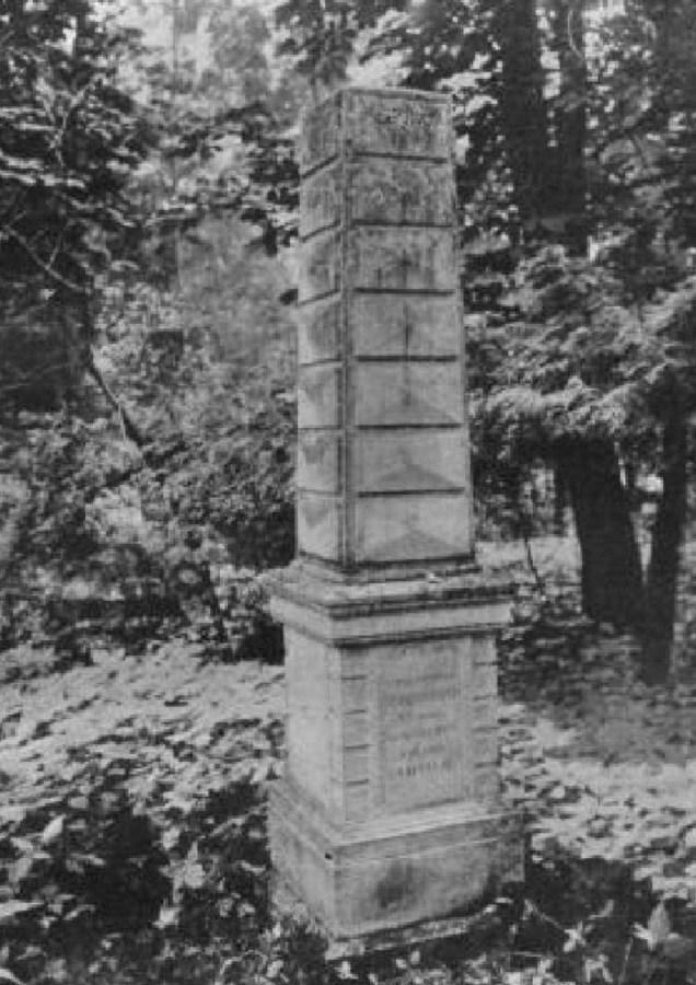 Могила Марії із Сауерів Сембратович на Стрийському кладовищі. Фото до 1911 року