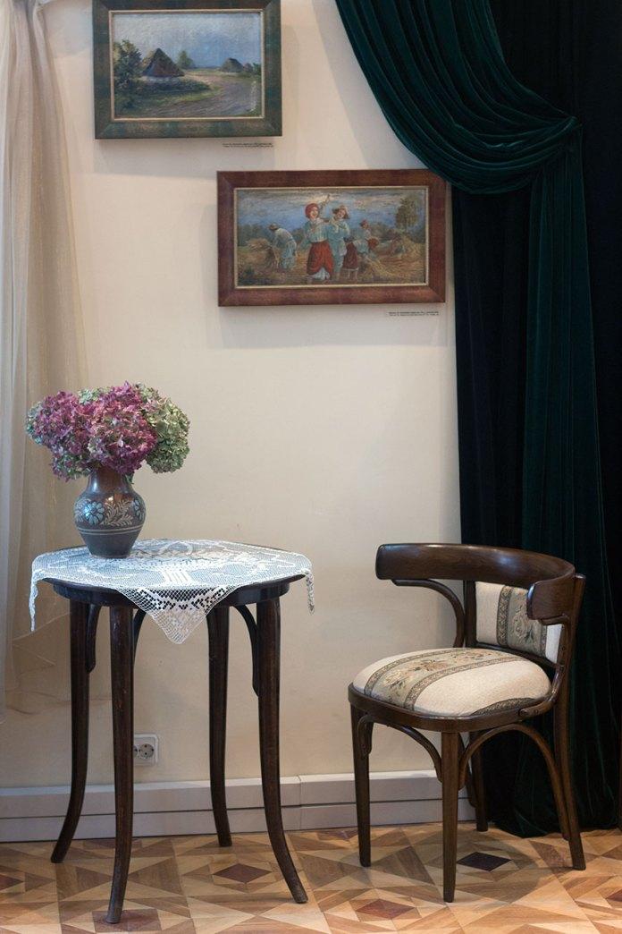 Меморіальний куточок присвячений Олександрі Любич-Парахоняк в експозиції історико-краєзнавчого музею міста Винники