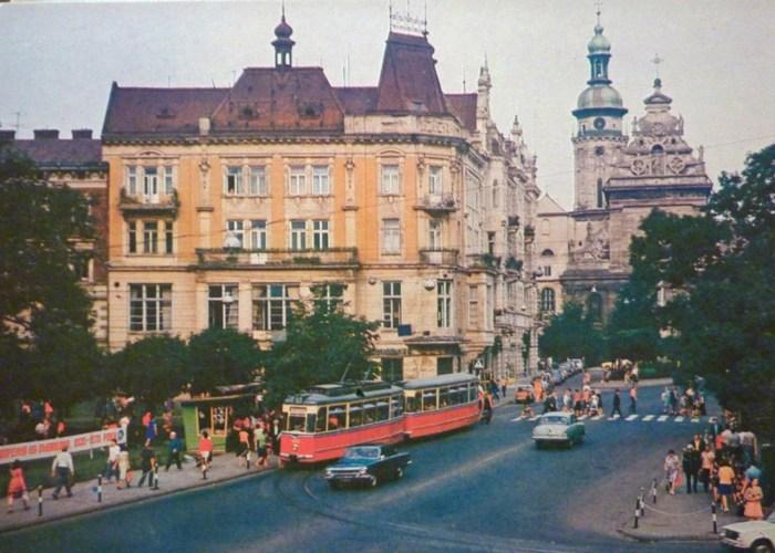 Трамвай на площі Галицькій. Фото 1979 року