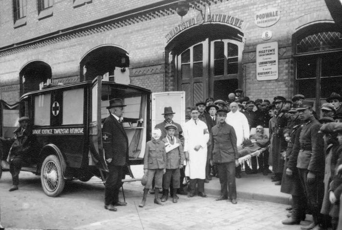 Біля пожежної станції, початок XX ст.