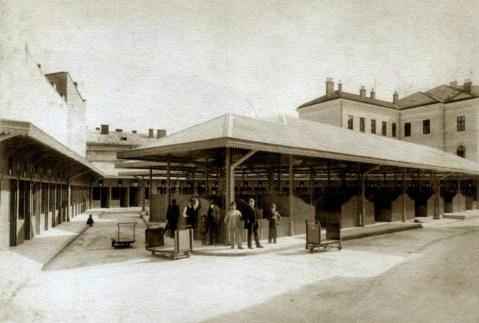 Новозбудований Галицький ринок біля площі Галицької. Фото 1892 року