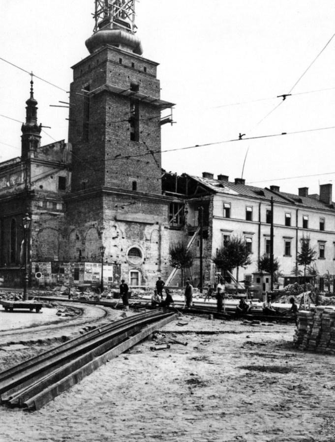 Спорудження вежі-дзвіниці костелу Кларисок. Фото 1938-1939 рр.