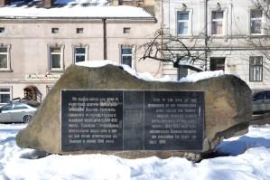 Меморіальна плита на пл.Старий Ринок на місці Темпля. Сучасне фото
