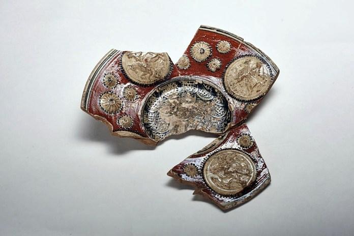 Декоративні полив'яні миски знайдені під час розкопок на розі вул. Краківська – Вірменська у Львові
