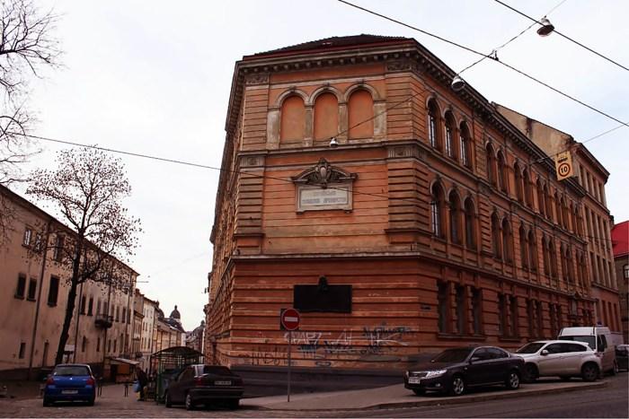 Школа імені Сташиця – зараз це корпус Української академії друкарства