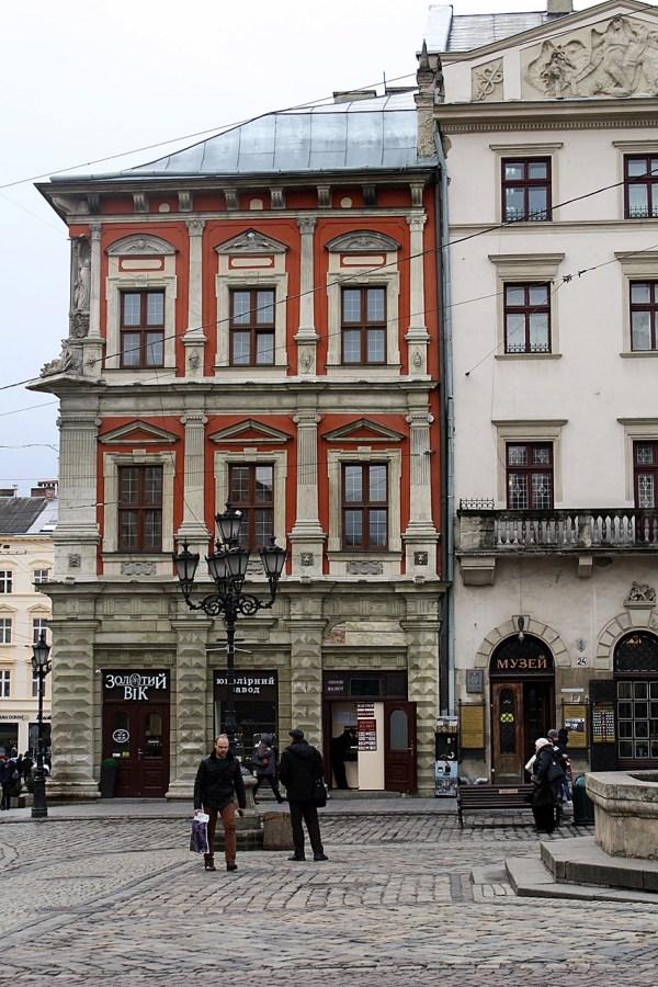 Площа Ринок 23 – одна з адрес книгарні Гебановського
