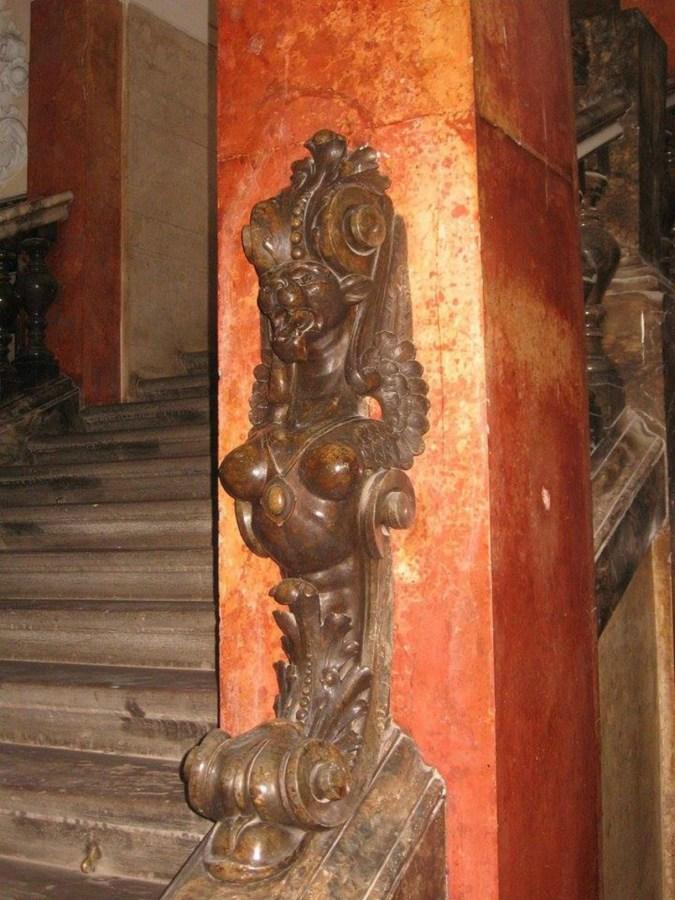 Химера з Галицької Ощадної Каси. Фото з https://www.facebook.com/LvivSculpture/photos