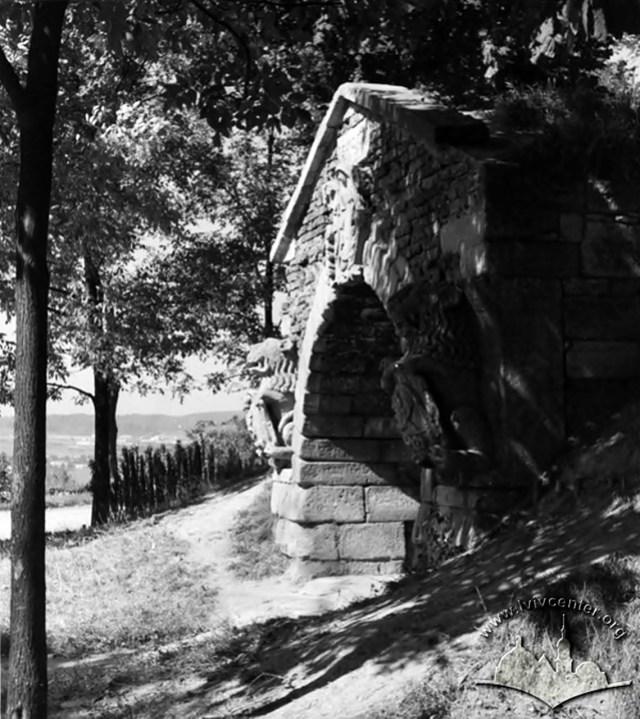 Декоративний грот у парку Високий замок,1964 рік
