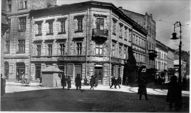 Аптека «Під Фемідою». Фото 1918р (власність фото Котлобулатова І.)