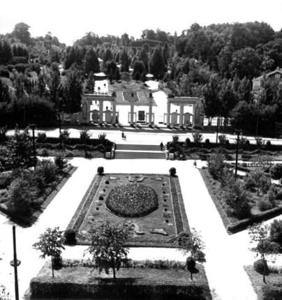 Клумба по вул. Вітовського перед входом до парку Культури. Фото 1950-х рр.