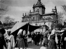 Ярмарок на площі св. Юра в міжвоєнний період. Фото 1925 року
