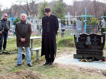 Відкриття в Каневі біля Шевченкової могили пам'ятника Вірі Річ. 15.04.2011
