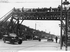Трибуни і поміст по вулиці Вітовського під час Гран-прі Львова. Фото 1930-х рр.
