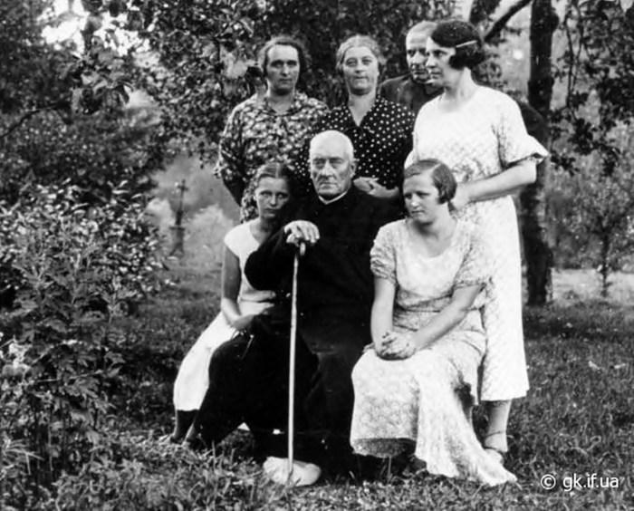 Отець Олекса Волянський з родиною