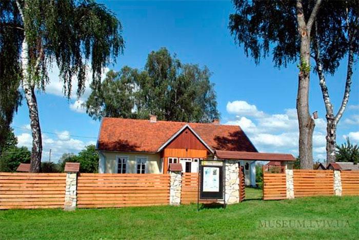 Музей-садиба родини Антоничів (фото з: http://www.museum.lviv.ua/)