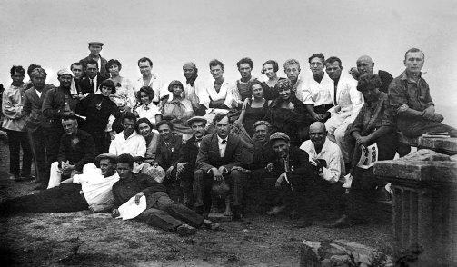 Березільці на екскурсії. В. Блавацький сидить у другому ряду шостий зліва, 1927/1928 р. (з архіву українського музею в Нью-Йорку)