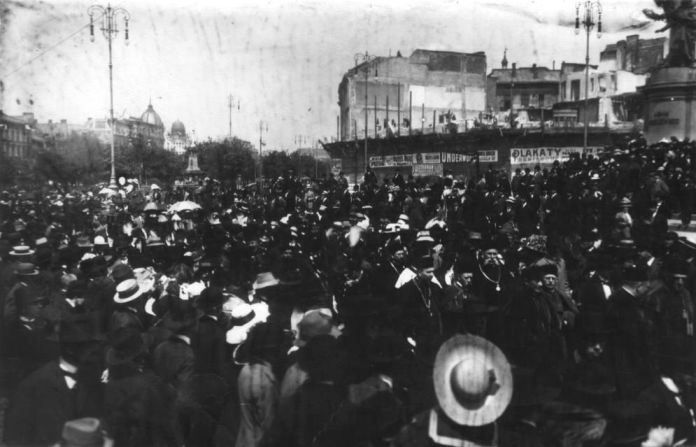 "Початок будівництва ""хмарочоса"" Шпрехера. Фото 1912 року"