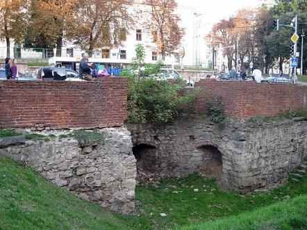 Фрагмент Низького муру з бастеєю на вулиці Підвальній. Автор фото – невідомий