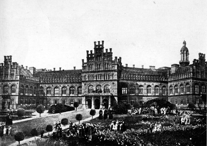 Чернівецький університет, ймовірно, початок ХХ ст. (зі сайту http://chicherone.com)