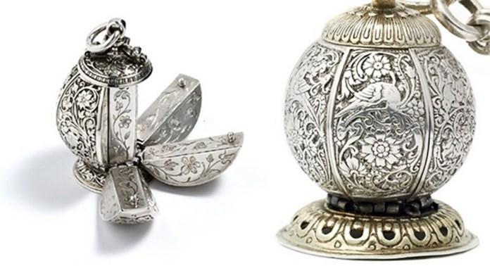 Помандер у якому тримали пахощі. Міг бути виготовлений з дорогоцінних матеріалів та оздоблений діамантами