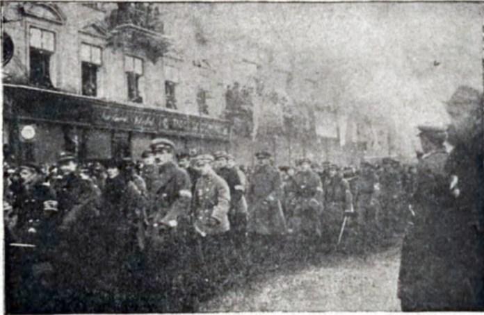 """Парад з нагоди святкування річниці """"Звільнення Львова"""". Фото 1919 року"""