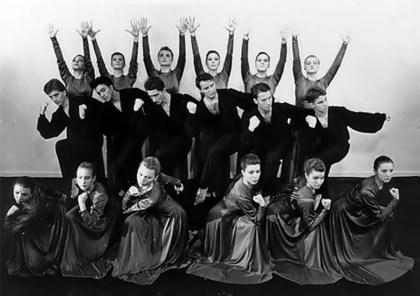 Танцювальний ансамбль «Сизокрилі» (зі сайту http://www.brama.com)