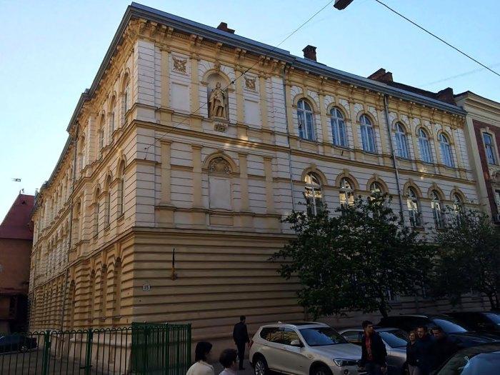 «Редутові зали» орієнтовно знаходилася на місці сучасного будинку №15 на вулиці Театральній. Фото І. Федаш.