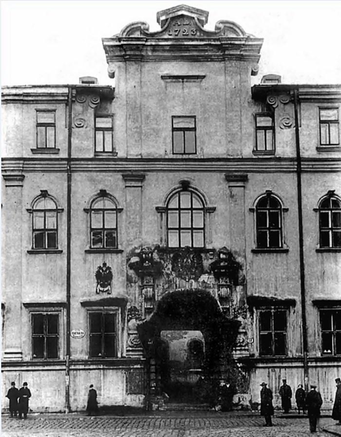 Єзуїтський колегіум у Львові (вигляд за австро-угорських часів)
