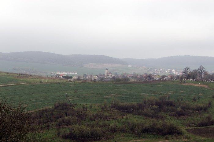 Костел Святої Трійці в селі Соколівка, вигляд з П'ятничанської вежі, 2016 рік