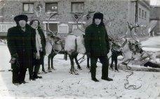 Перший праворуч Іван Хандон. Інта, 1970-і рр.