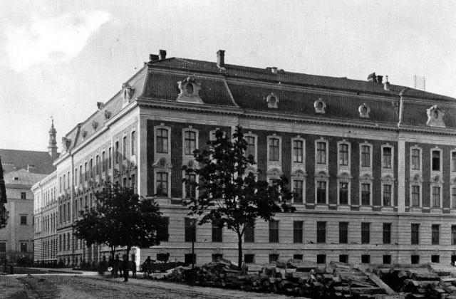 Будівля економічного факультету в минулому була зведена для технічно-промислової школи. Фото кінця XIX ст.