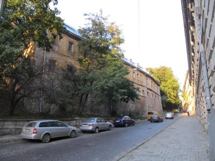 Залишки укріплень монастиря кармелітів босих зі сторони вул. Просвіти.