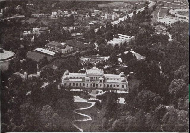 Вигляд тильної сторони палацу мистецтв під час Східних Торгів. Фото 1920-1930 рр.