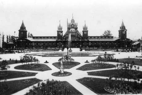 Фонтан в Стрийському парку на фоні павільйону промисловості. Фото 1894 року