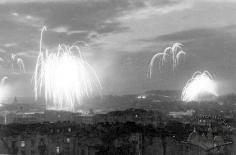 Феєрверк у Львові до 5 річниці закінчення війни. Фото 1950 року