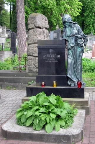 Скульптура «скорботна Мадонна» на могилі А. Коцко. Фото: Патер Анастасії