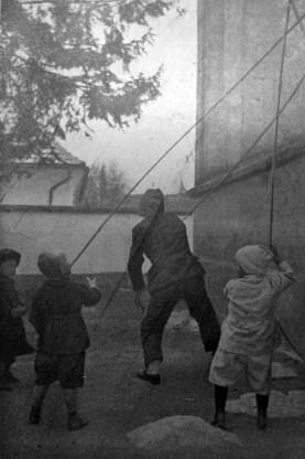 Євген Дурделло. Дзвонарі, поч. 1930-х рр. (Світло й Тінь. – 1935. – Ч. 7)