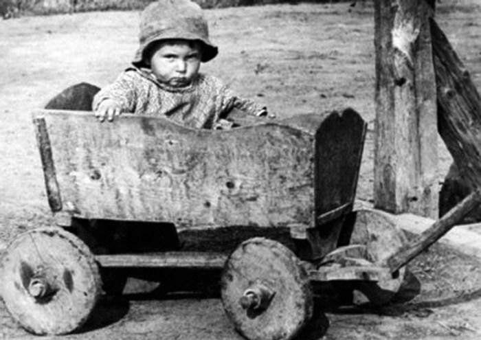 Ярослав Коваль. Дитинство, ймовірно 1930-ті рр. (зі сайту http://www.karpaty.net.ua/arkhiv/2007-rik/35-10-22-zhovten-2007-r/364-koval-halytskoi-fotohrafii)