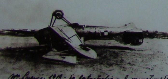 Літак Мак-Калума після падіння. Фото 1920 року