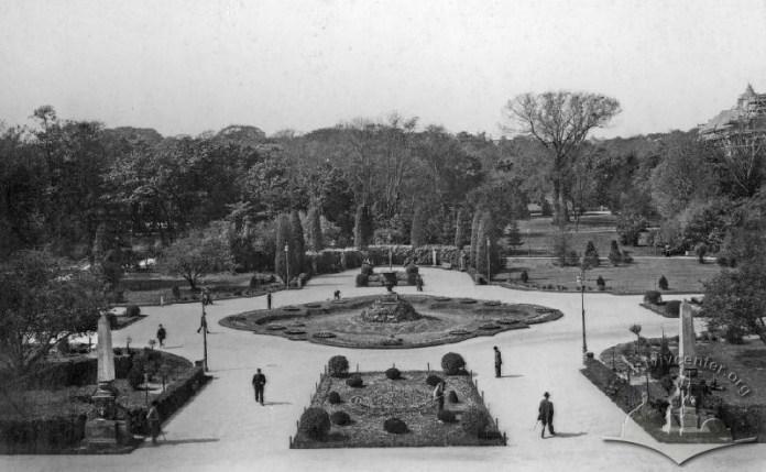 Головний вхід до Парку Франка, оформлений А.Рерінгом. Фото кінця XIX - поч. XX ст.