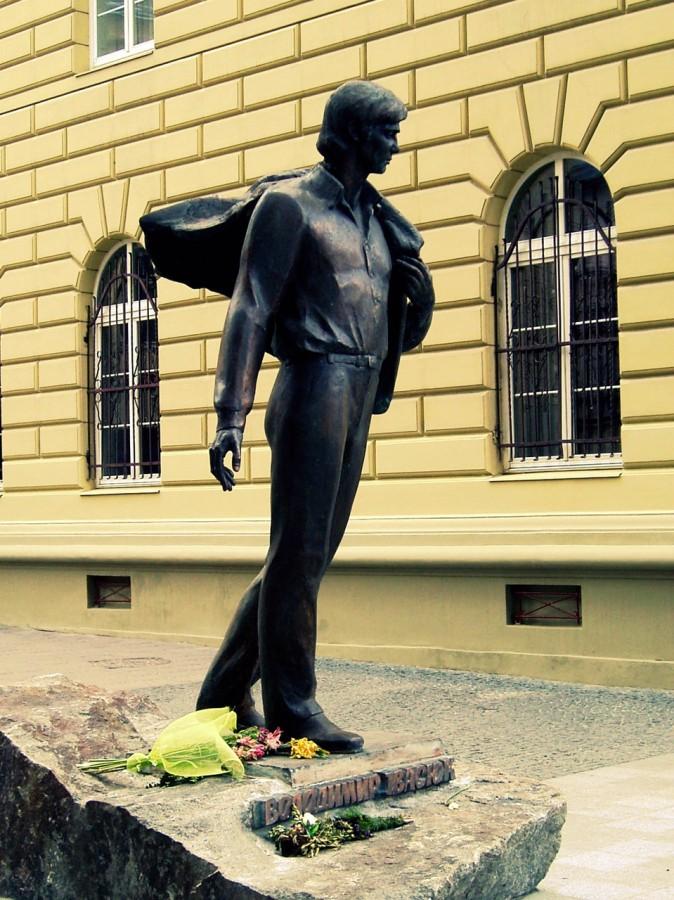 Пам'ятник Володимиру Івасюку у Львові, встановлений в 2011 р.