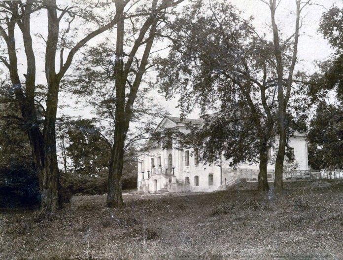 Подарований митрополитом Андреєм будинок на Збоїськах, у якому постане перший монастир отців-редемптористів. 1919 – 1920 рр.