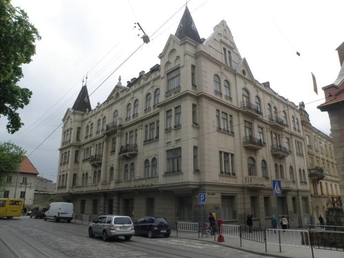 Наймолодший будинок вул. Підвальної, котрому не мало, не багато майже 115 років.