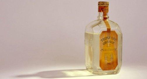 Пляшка з-під лікеру з ароматом апельсину