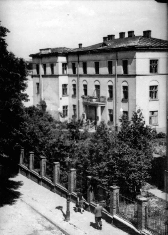 вул. Длуґоша, 17 (тепер Кирила і Мефодія, 17)